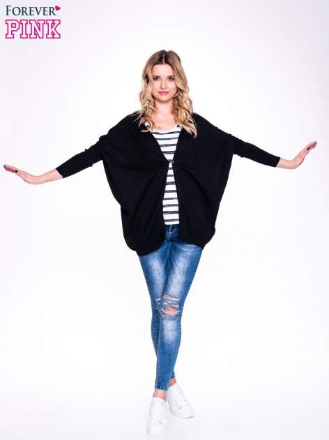 Czarny sweter typu nietoperz zapinany na guzik                                  zdj.                                  3