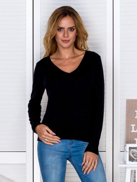 Czarny sweter w serek                              zdj.                              1
