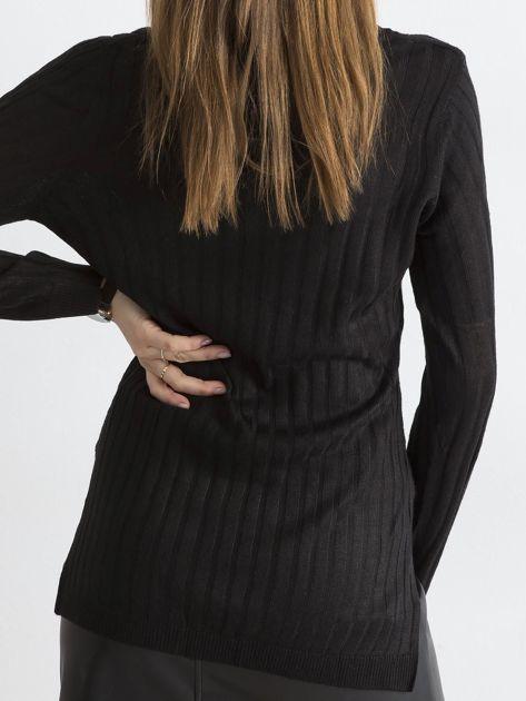 Czarny sweter z dekoltem w serek                              zdj.                              2
