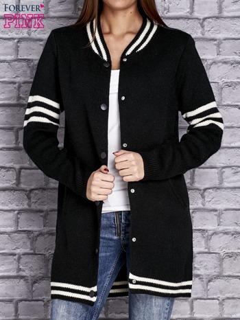 Czarny sweter z kieszeniami zapinany na zatrzaski                                   zdj.                                  5