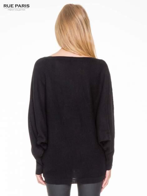 Czarny sweter z nietoperzowymi rękawami                                  zdj.                                  4