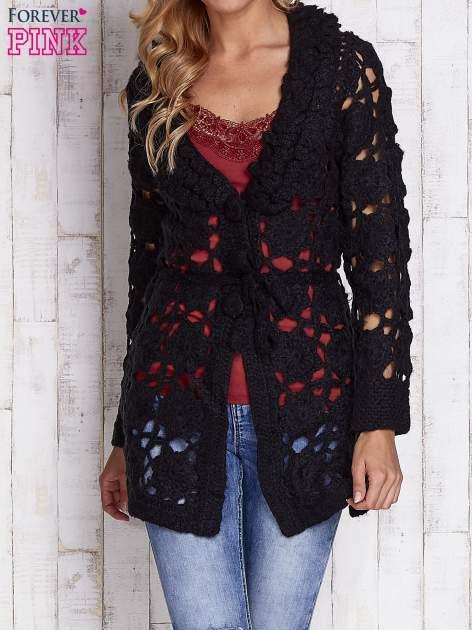 Czarny sweter  z wiązaniem w pasie