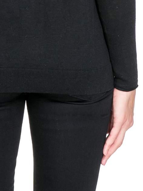 Czarny sweterek kardigan o kaskadowym fasonie                                  zdj.                                  8
