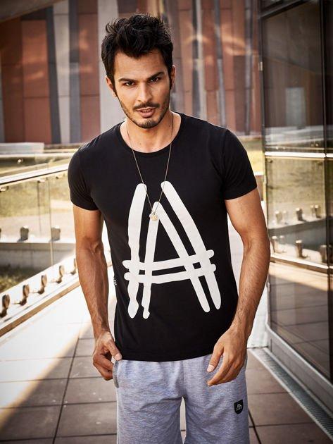 Czarny t-shirt męski z graficznym znakiem