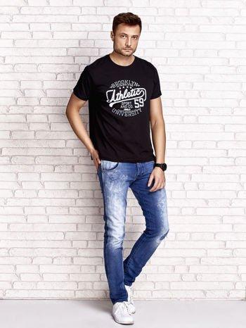 Czarny t-shirt męski z napisem BROOKLYN ATHLETIC UNIVERSITY                                  zdj.                                  4
