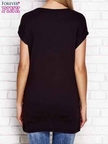 Czarny t-shirt w paski