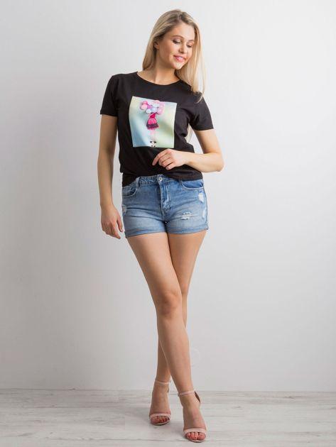 Czarny t-shirt z aplikacją 3D                              zdj.                              4