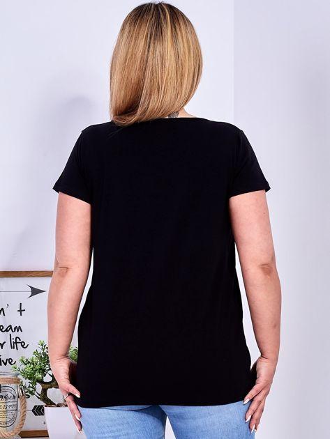 Czarny t-shirt z błyszczącymi gwiazdami PLUS SIZE                                  zdj.                                  2