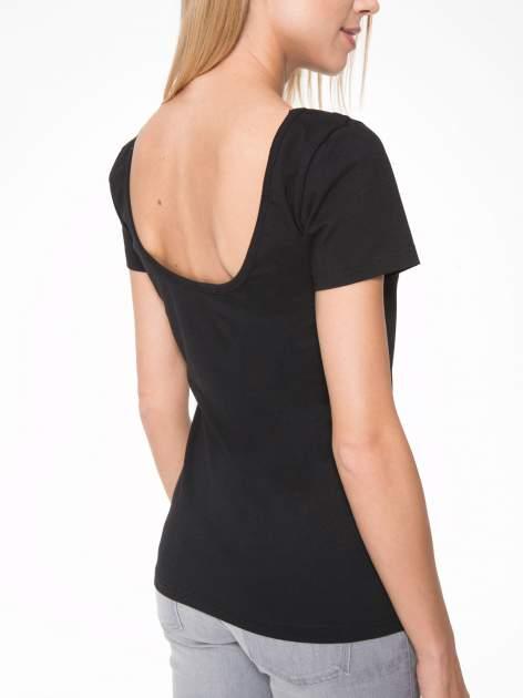 Czarny t-shirt z dekoltem na plecach                                  zdj.                                  7