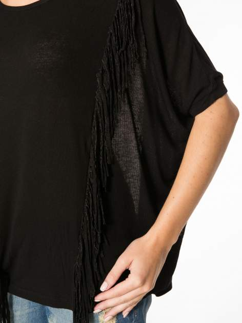 Czarny t-shirt z frędzlami i siateczkowym tyłem                                  zdj.                                  8