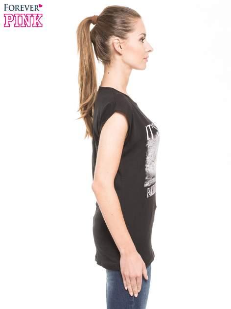 Czarny t-shirt z hipsterskim nadrukiem                                  zdj.                                  1