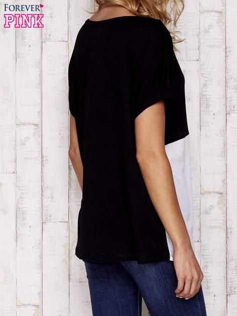 Czarny t-shirt z kolorowymi wstawkami                                  zdj.                                  4