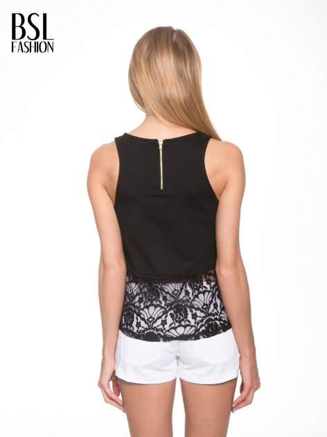 Czarny t-shirt z koronkowym dołem i zamkiem z tyłu                                  zdj.                                  4