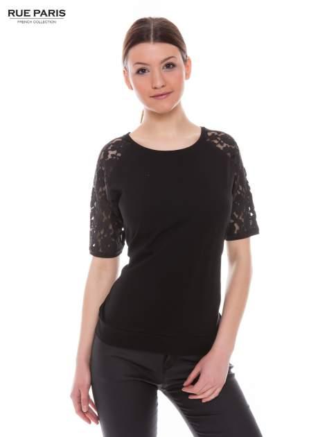 Czarny t-shirt z koronkowymi rękawami długości 3/4                                  zdj.                                  2