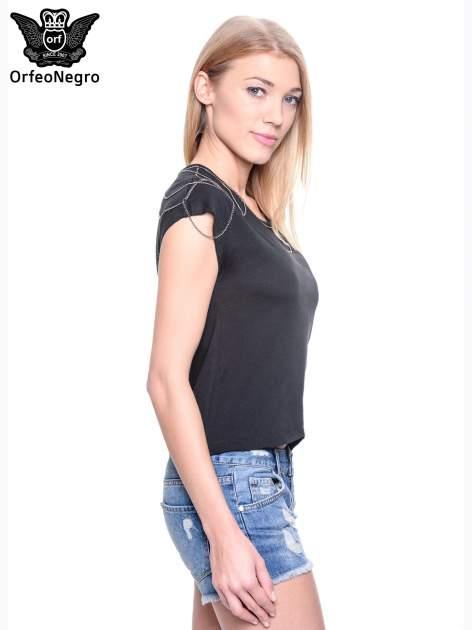 Czarny t-shirt z łańcuszkami przy dekolcie                                  zdj.                                  3