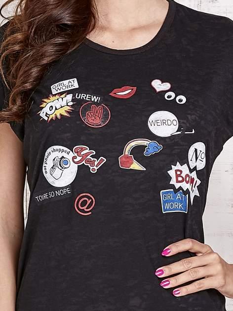 Czarny t-shirt z nadrukami                                  zdj.                                  5