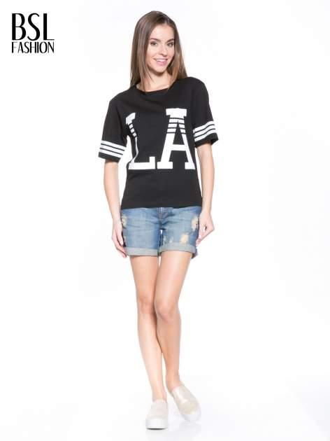 Czarny t-shirt z nadrukiem LA w baseballowym stylu                                  zdj.                                  5