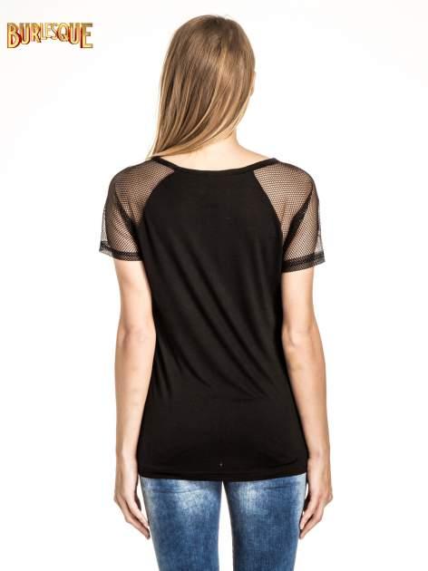 Czarny t-shirt z nadrukiem NEW YORK 55 i siatkowymi rękawami                                  zdj.                                  4