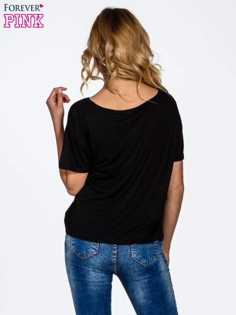 Czarny t-shirt z nadrukiem nieskończoności                                  zdj.                                  4