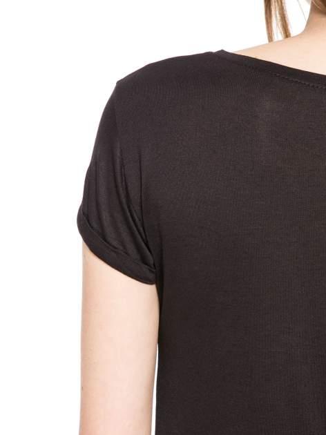Czarny t-shirt z nadrukiem numerycznym AWESOME 82 z dżetami                                  zdj.                                  10