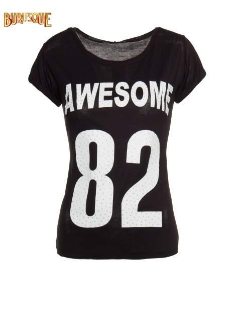 Czarny t-shirt z nadrukiem numerycznym AWESOME 82 z dżetami                                  zdj.                                  1