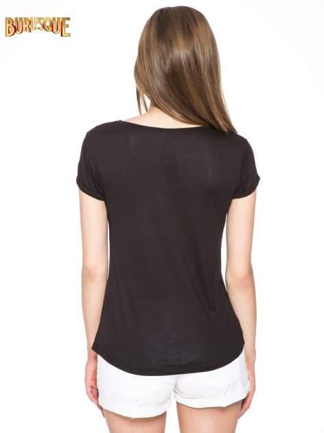 Czarny t-shirt z nadrukiem numerycznym AWESOME 82 z dżetami                                  zdj.                                  4