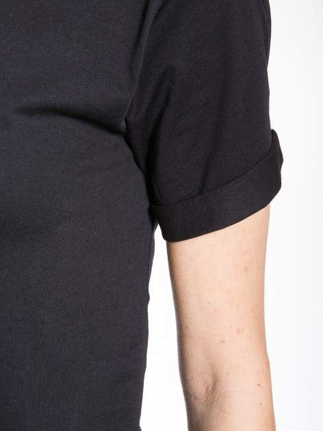 Czarny t-shirt z nadrukiem numerycznym KAWAKUBO 42 z tyłu                                   zdj.                                  8