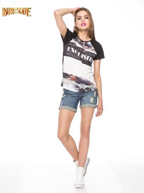Czarny t-shirt z nadrukiem pejzażu i napisem EXQUISTE z dżetami                                  zdj.                                  2