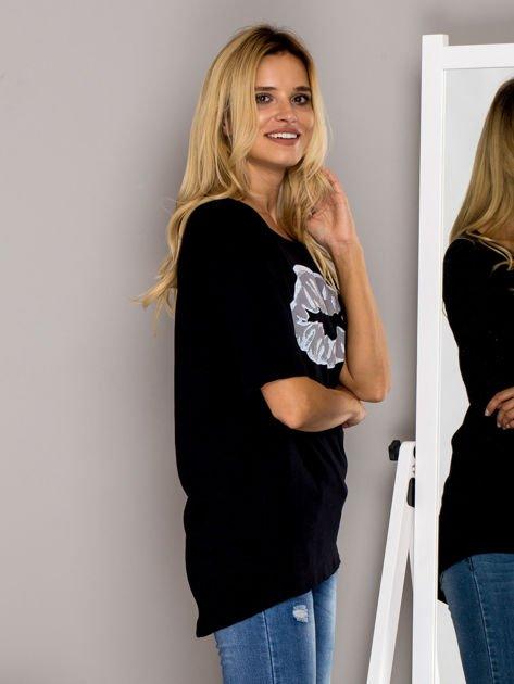 Czarny t-shirt z nadrukiem ust                              zdj.                              5