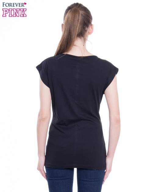 Czarny t-shirt z nadrukiem w stylu high fashion                                  zdj.                                  3