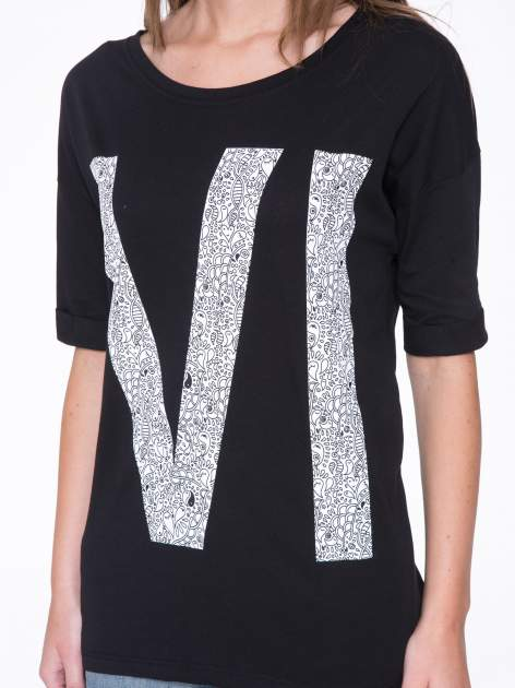 Czarny t-shirt z nadukiem WIBE z przodu i na plecach                                  zdj.                                  8
