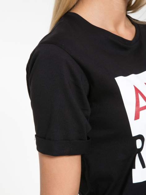 Czarny t-shirt z napisem AMOUR RÉVOLUTION                                  zdj.                                  6