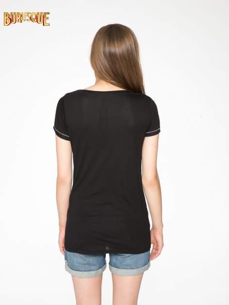 Czarny t-shirt z napisem EVERY WOMAN IS A REBEL                                  zdj.                                  4