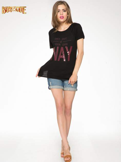 Czarny t-shirt z napisem GET OUT OF YOUR OWN WAY                                  zdj.                                  2