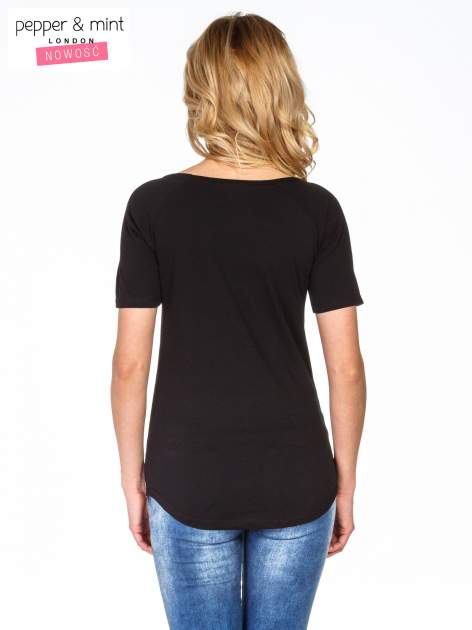 Czarny t-shirt z napisem J'AIME LE WEEKEND                                  zdj.                                  4