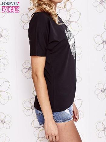 Czarny t-shirt z napisem JE T'AIME i dekoltem na plecach                                  zdj.                                  3