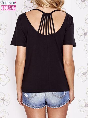 Czarny t-shirt z napisem JE T'AIME i dekoltem na plecach                                  zdj.                                  4