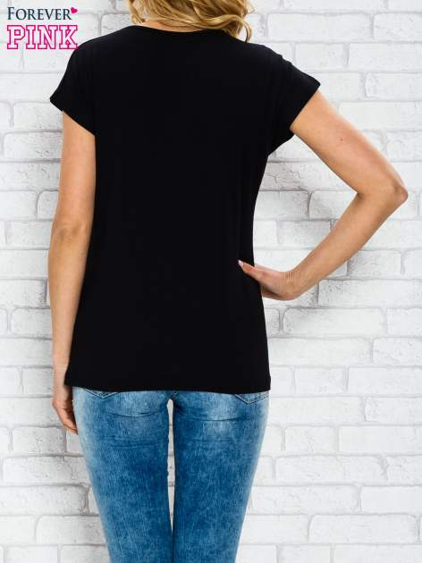 Czarny t-shirt z napisem PARIS BOUTIQUE z dżetami                                  zdj.                                  2