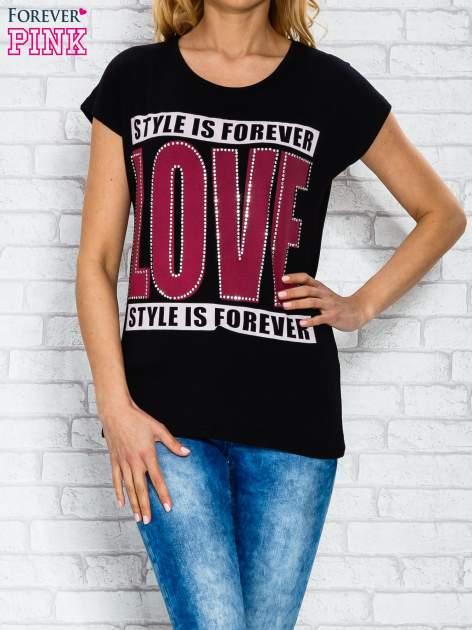 Czarny t-shirt z napisem STYLE IS FOREVER LOVE z dżetami                                  zdj.                                  1