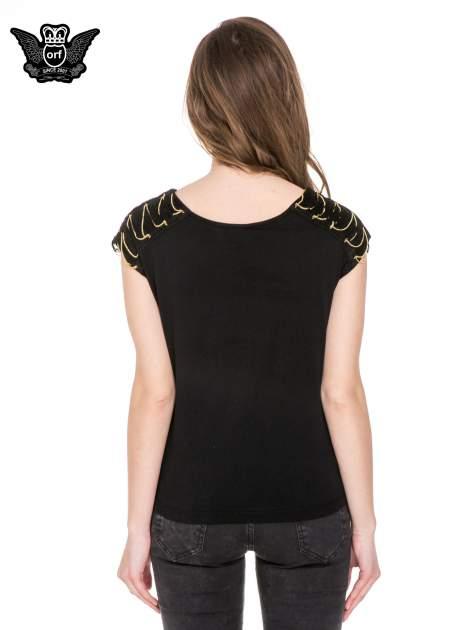 Czarny t-shirt z napisem UNCHAIN MY HEART i łańcuszkami                                  zdj.                                  4