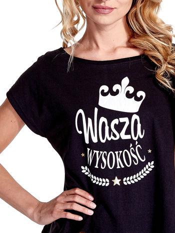 Czarny t-shirt z napisem WASZA WYSOKOŚĆ                                  zdj.                                  5