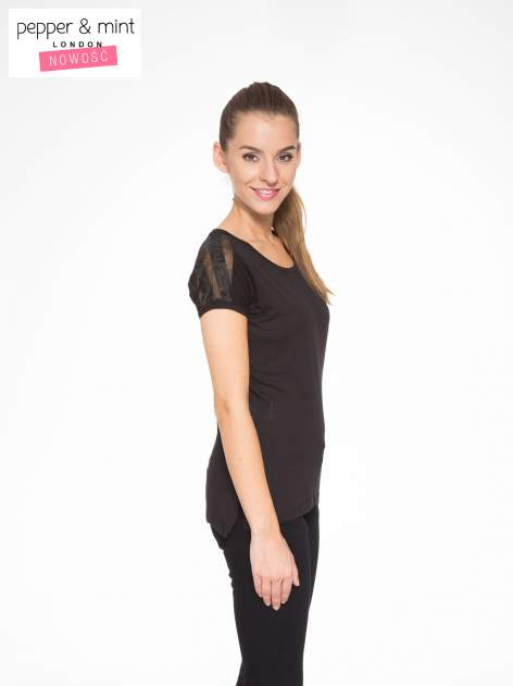 Czarny t-shirt z tiulowo-panterkową wstawką przy ramionach                                  zdj.                                  3