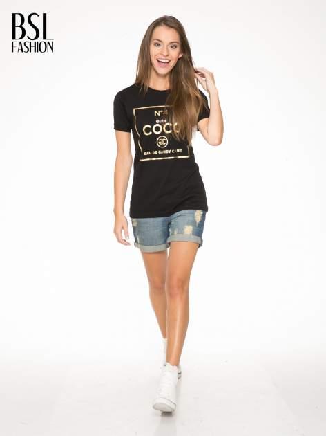 Czarny t-shirt ze złotym nadrukiem NO. 4 COCO                                  zdj.                                  5