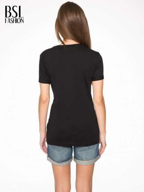 Czarny t-shirt ze złotym nadrukiem NO. 4 COCO                                  zdj.                                  4
