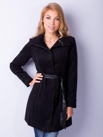 Czarny wełniany płaszcz ze skórzanym paskiem                                  zdj.                                  1