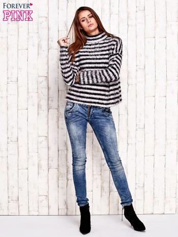 Czarny włochaty sweter w paski                                  zdj.                                  3