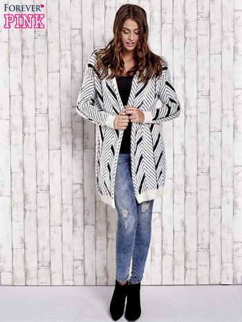 Czarny włochaty sweter z kapturem                                  zdj.                                  2