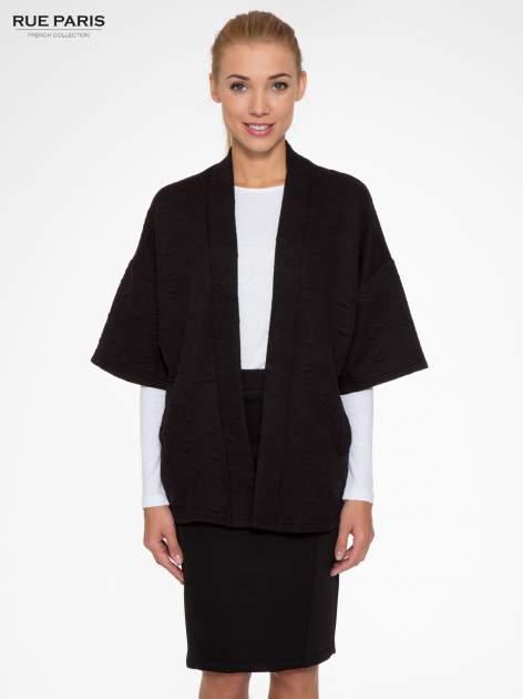 Czarny żakiet kimono o fakturze w geometryczne wzory                                  zdj.                                  1