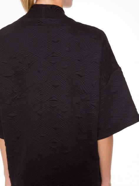 Czarny żakiet kimono o fakturze w geometryczne wzory                                  zdj.                                  9