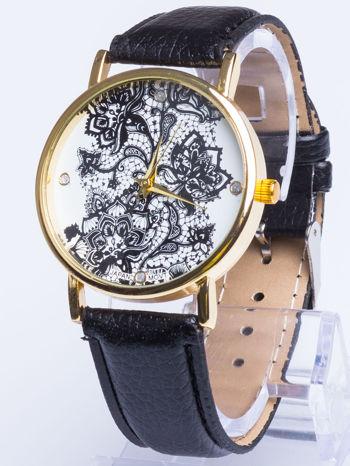 Czarny zegarek damski na skórzanym pasku z motywem koronki                                  zdj.                                  1